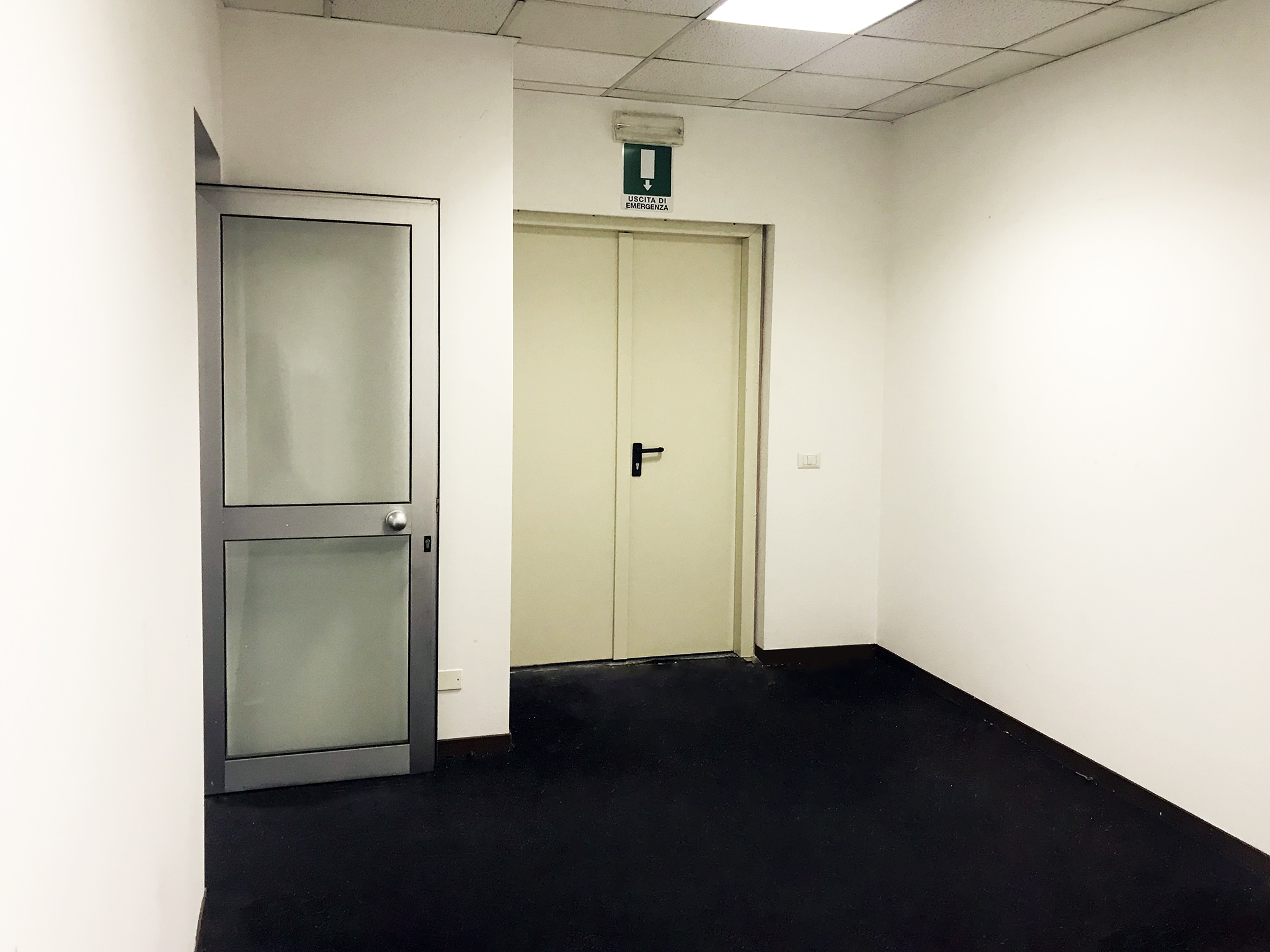 Second entry Warehouse 125 m² (1345 ft²) to rent in Milan c/o Atlantic Business Center