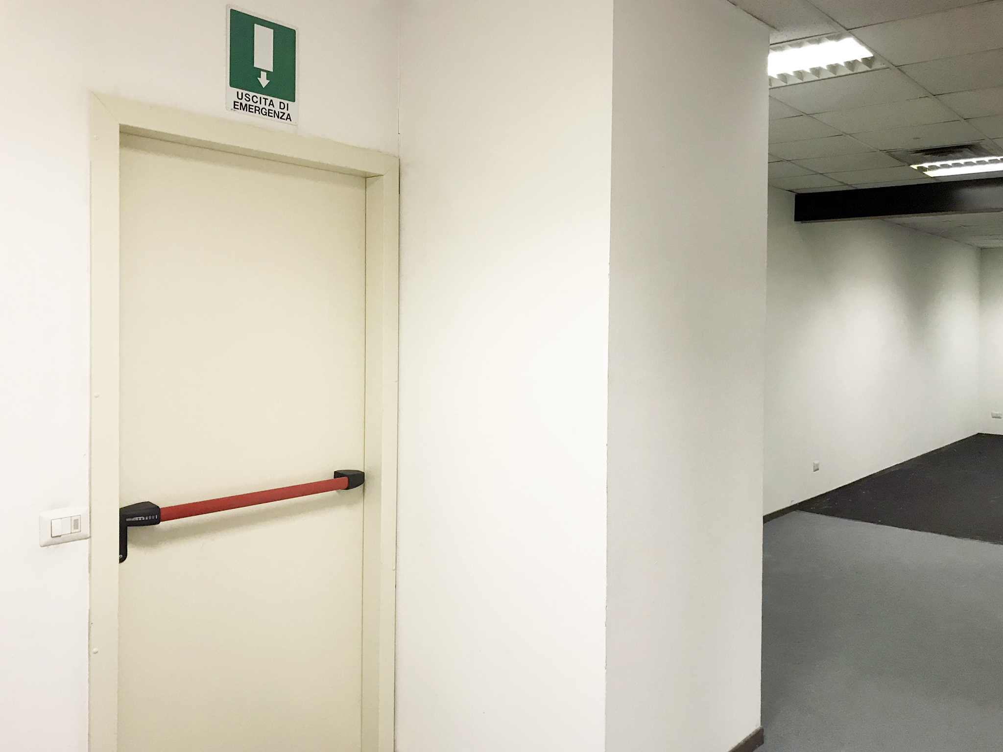 First entry Warehouse 125 m² (1345 ft²) to rent in Milan c/o Atlantic Business Center