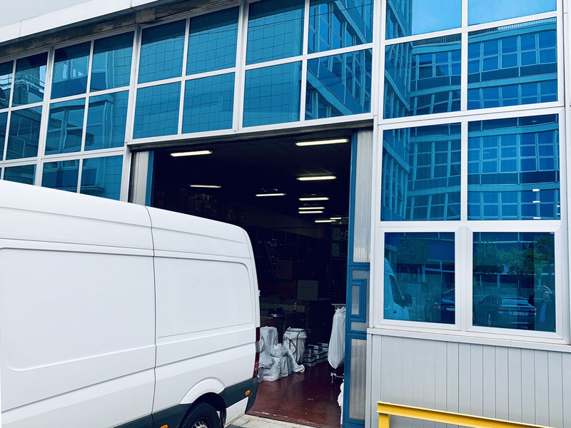Entrance gate - Industrial warehouse to rent in Milan - 415 sqm (4467 sqft)