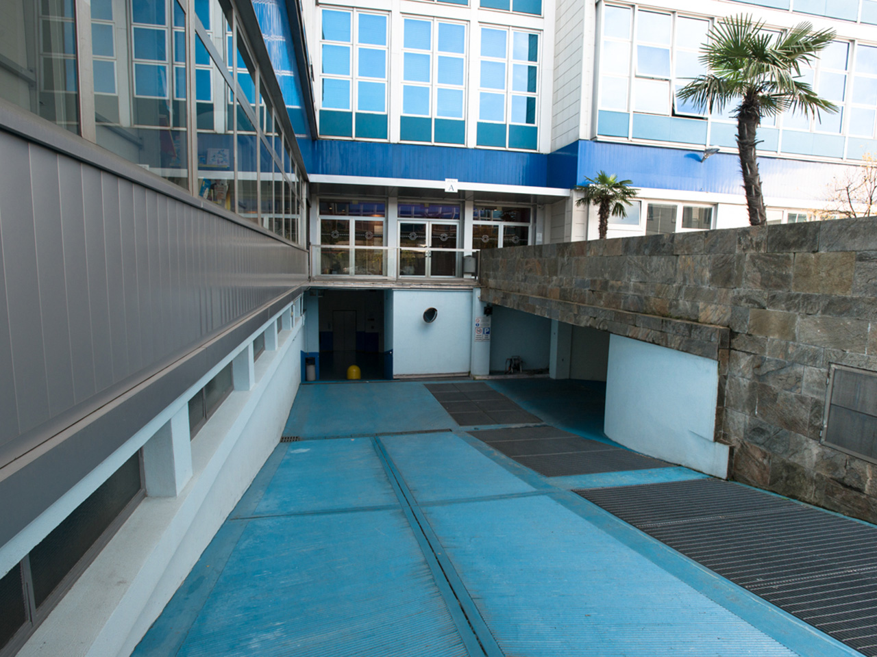 Access ramp from the courtyard to the indoor garage - Atlantic Business Center - Milan