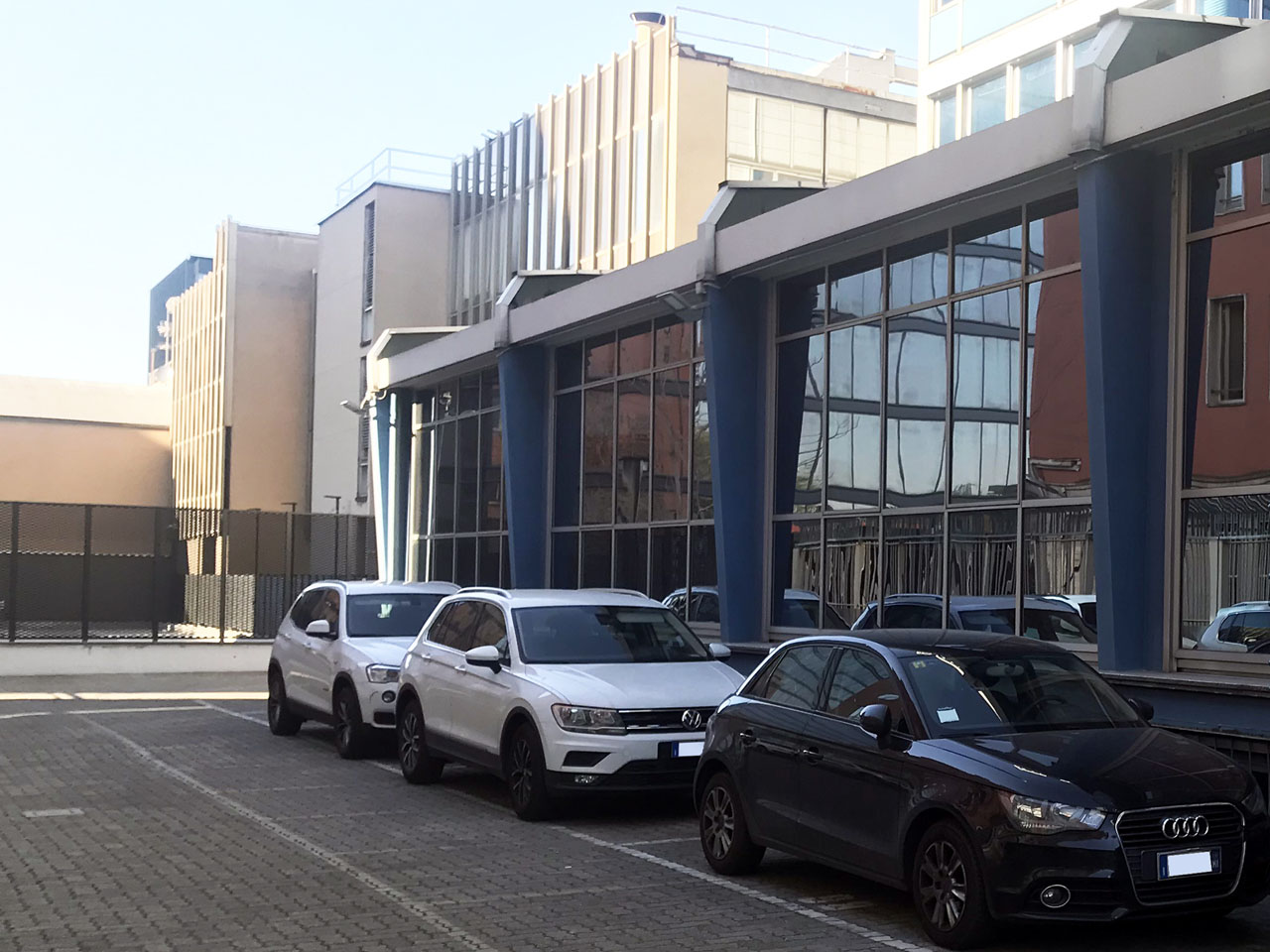 Outdoor parking spaces to rent in the side area inside the Atlantic Business Center - Milan