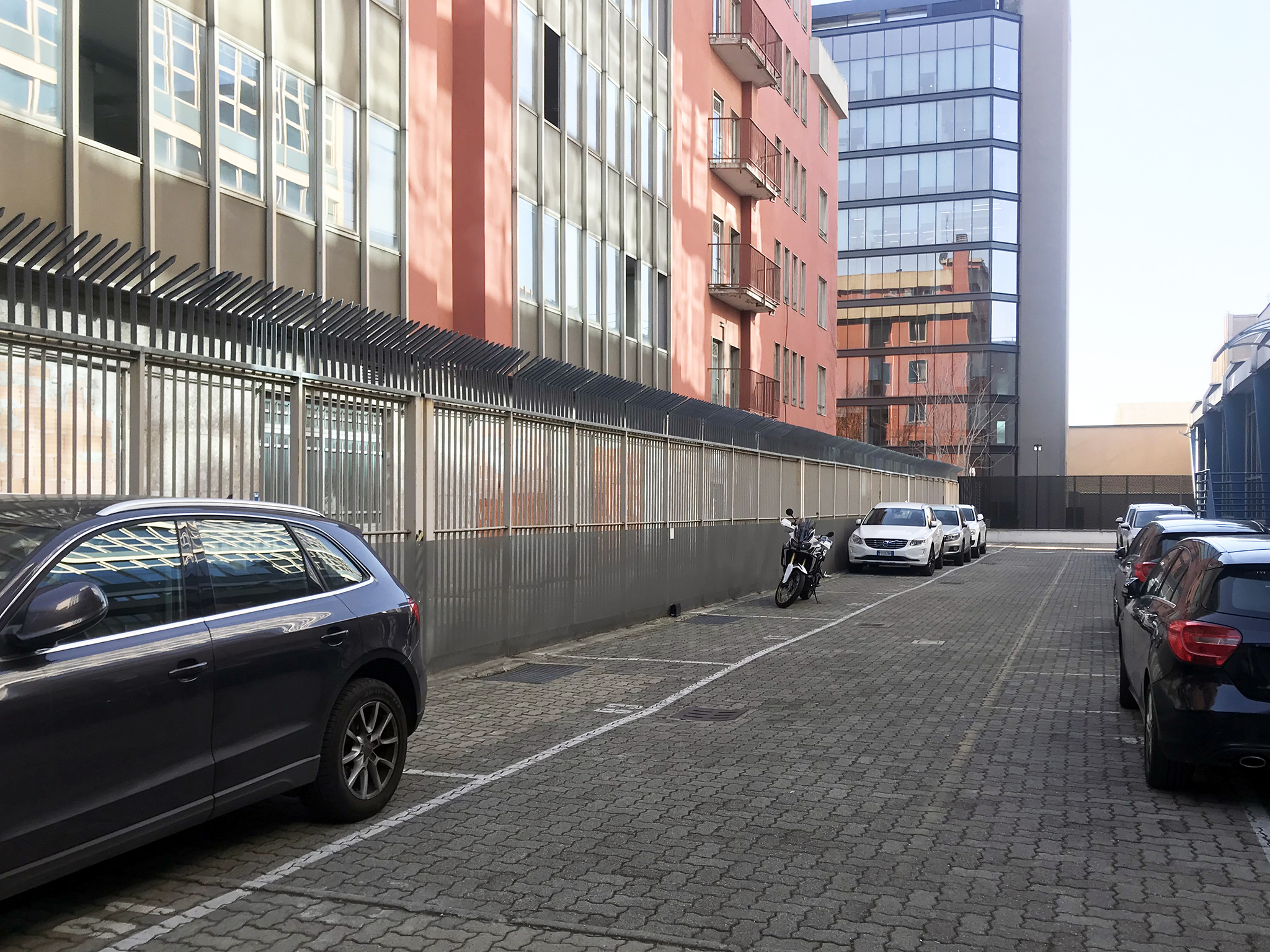 Posti auto Outdoor parking spaces in the side areas inside the complex