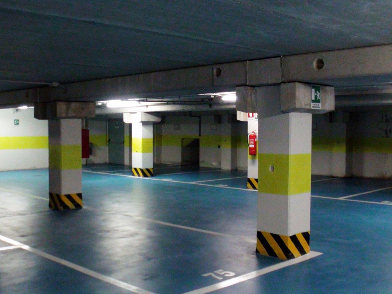 Posti auto al coperto in autorimessa al secondo piano interrato - Atlantic Business Center - Milano via Fantoli 7