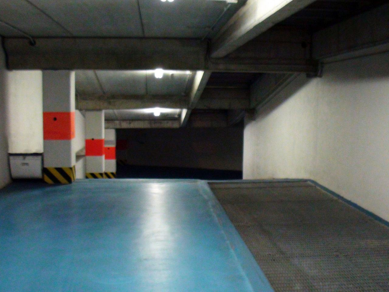 Rampa di accesso alla autorimessa al secondo piano interrato dal primo piano - Atlantic Business Center - Milano via Fantoli 7