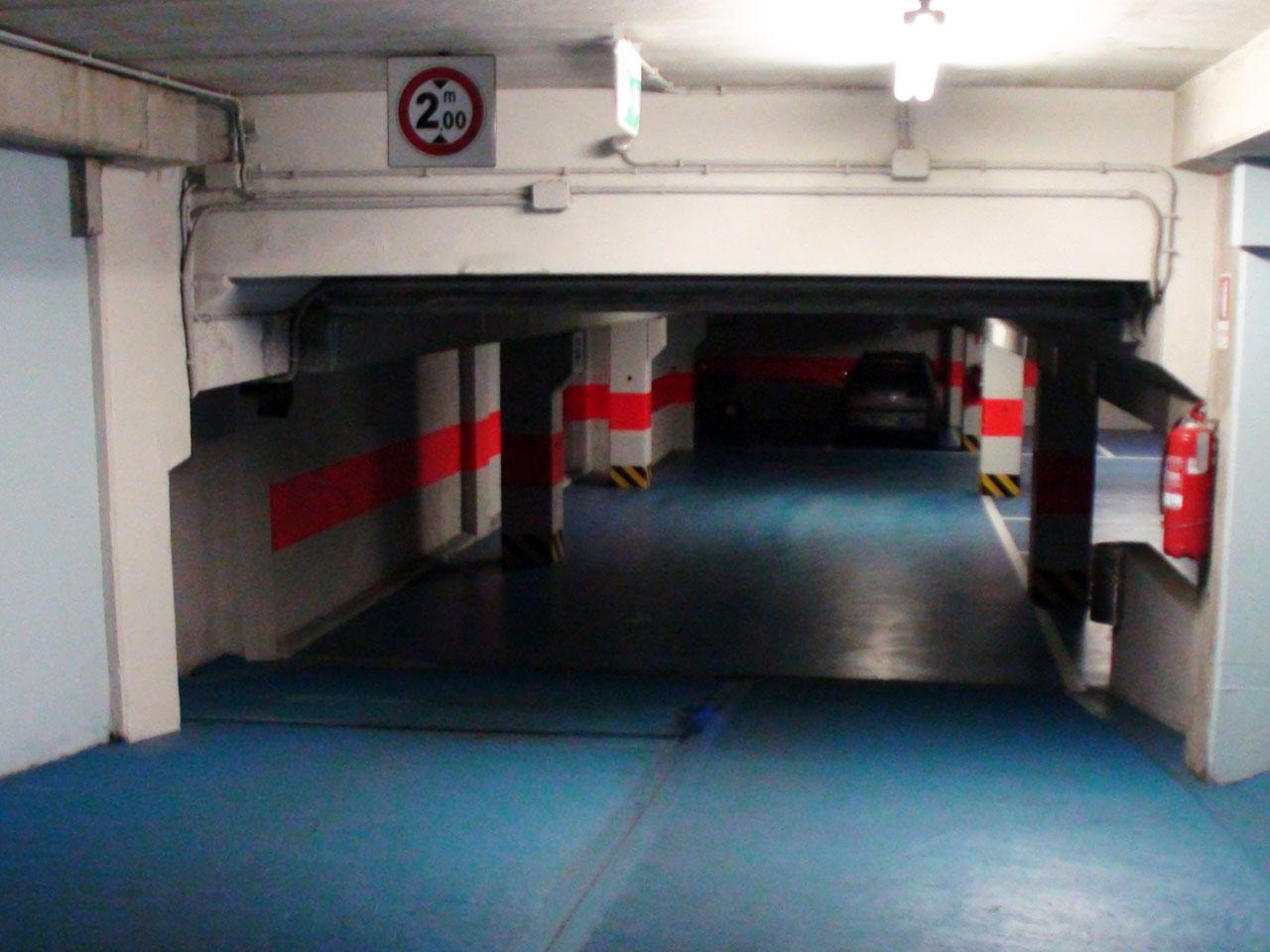 Rampa di accesso dal cortile alla autorimessa al primo piano interrato - Atlantic Business Center - Milano via Fantoli 7