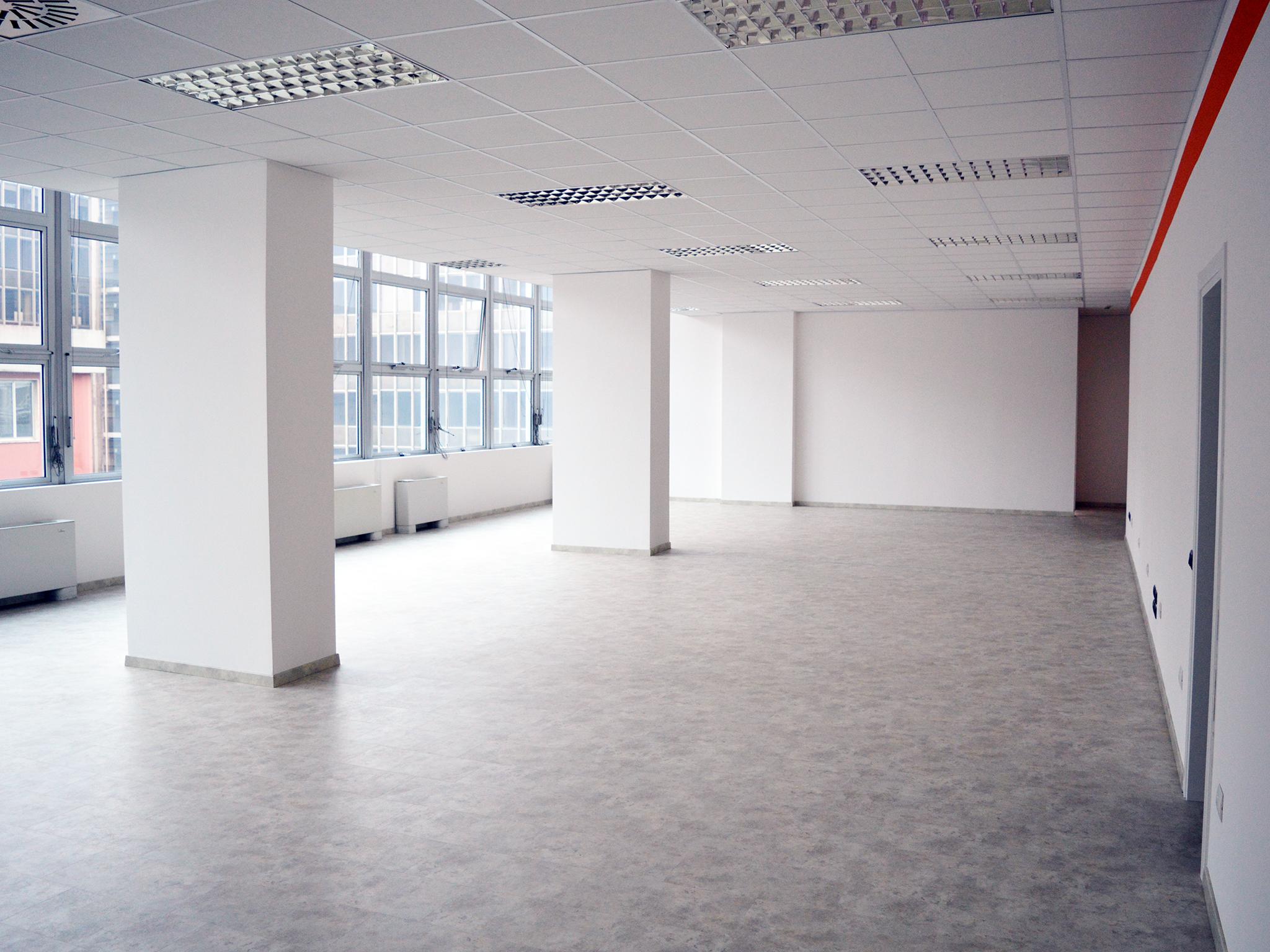 Office to rent in Milan 750 m² (8073 ft²) third floor