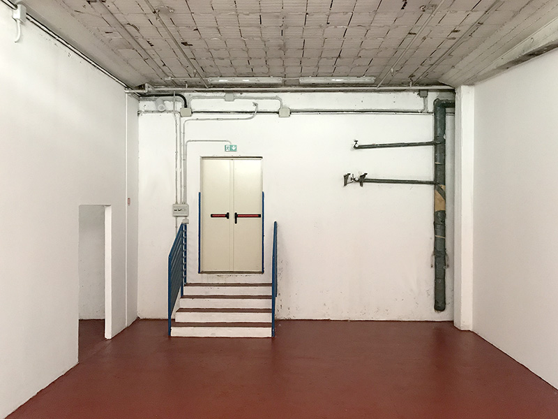 First room warehouse 95sqm to rent in Milan