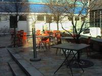 cafe restaurant pizzeria milano via Fantoli summer courtyard tables
