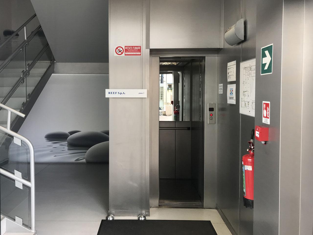 ufficio 430 mq secondo piano - Atlantic Business Center - scale e ascensore